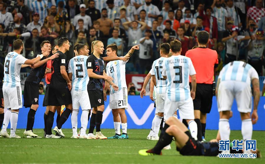 6月21日,雙方球員在比賽中發生爭執。當日,在下諾夫哥羅德進行的2018俄羅斯世界盃足球賽D組小組賽中,克羅地亞隊以3比0擊敗阿根廷隊。 新華社