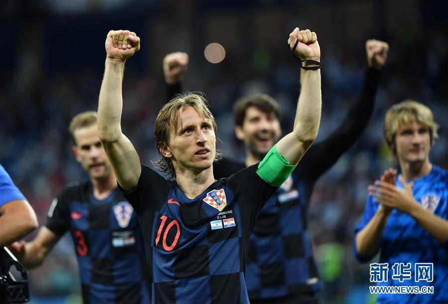 6月21日,克羅地亞隊球員在賽後慶祝勝利。當日,在下諾夫哥羅德進行的2018俄羅斯世界盃足球賽D組小組賽中,克羅地亞隊以3比0擊敗阿根廷隊。 新華社