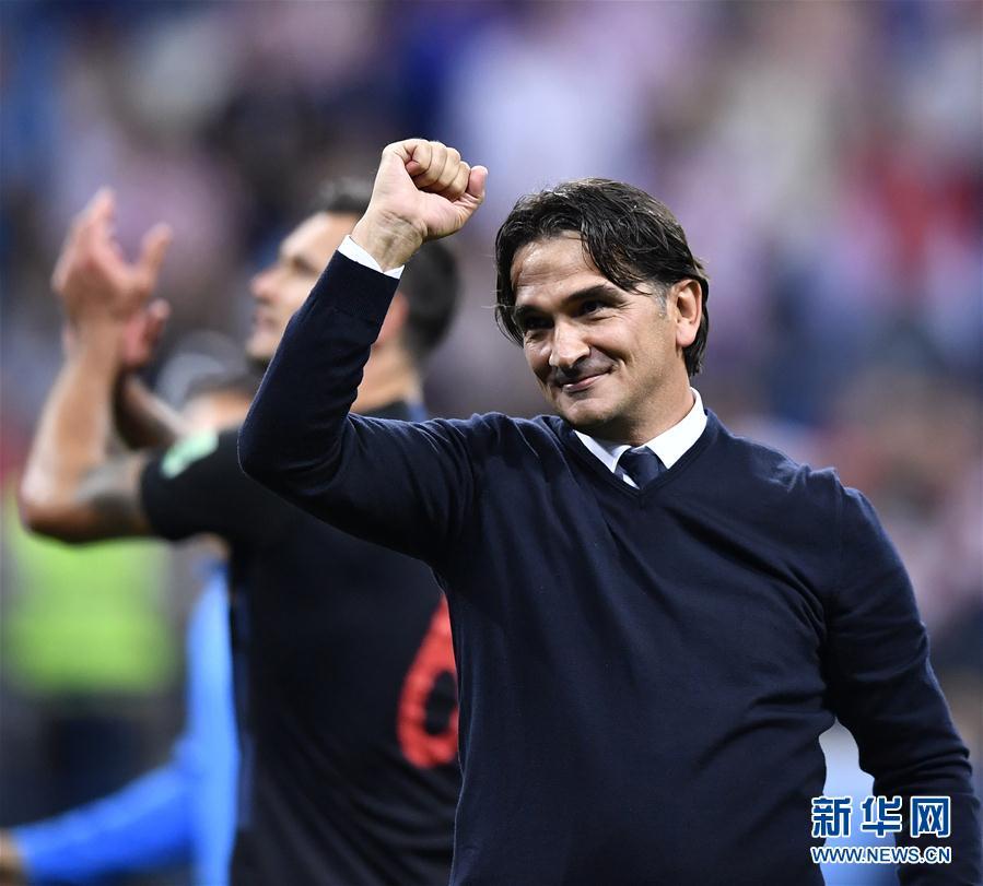 6月21日,克羅地亞隊主教練達利奇在比賽後慶祝勝利。當日,在下諾夫哥羅德進行的2018俄羅斯世界盃足球賽D組小組賽中,克羅地亞隊以3比0擊敗阿根廷隊。 新華社
