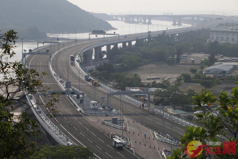 圖:港珠澳大橋將於短期內通車,市民熱切期待體驗粵港澳大灣區一小時生活圈