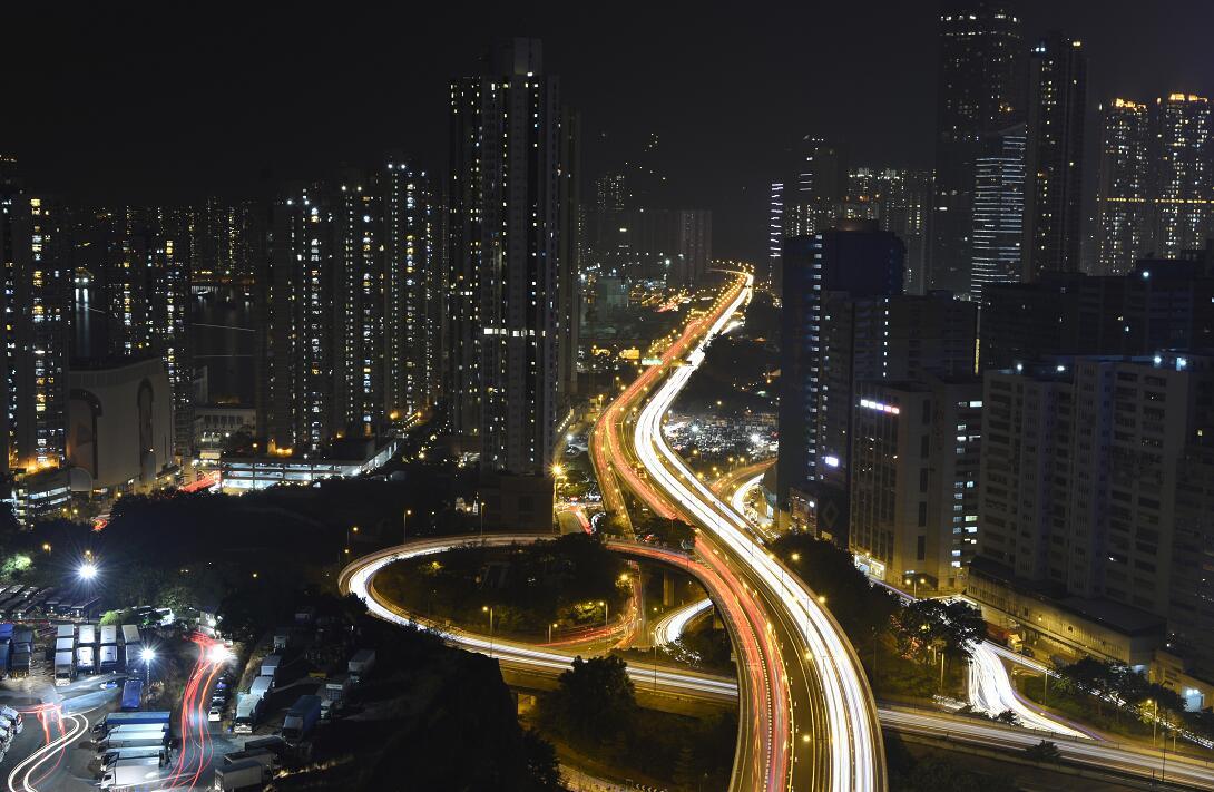 林鄭表示,港府正在研究其他方式幫助劏房戶。圖為香港夜景(資料圖片)