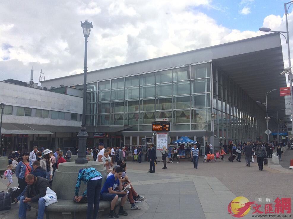 庫爾斯克火車站人流眾多,非常忙碌。 (記者 何嘉軒攝)