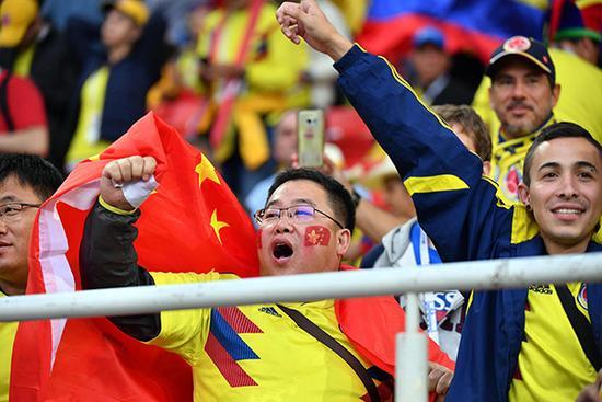 英格蘭隊對陣哥倫比亞隊,現場的中國球迷