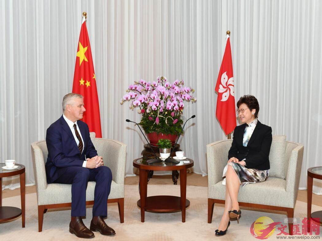 特首林鄭月娥6日上午在特首辦與澳洲副總理兼基礎設施和交通部部長麥科馬克會面。