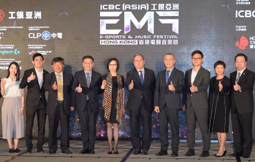 香港旅遊發展局主席林建岳(右五)、中國工商銀行(亞洲)有限公司主席兼執行董事高明(左五)與嘉賓出席由香港旅遊發展局主辦的「工銀亞洲香港電競音樂節」新聞發布會。
