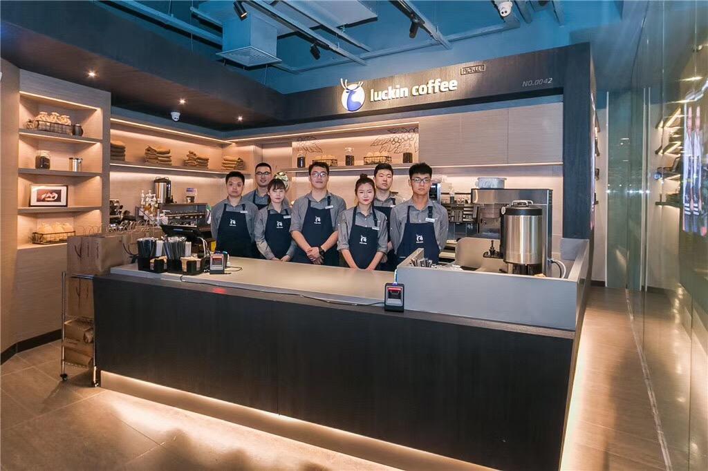 截至5月初,瑞幸咖啡在全國北上廣深等13個城市佈局525家門店。