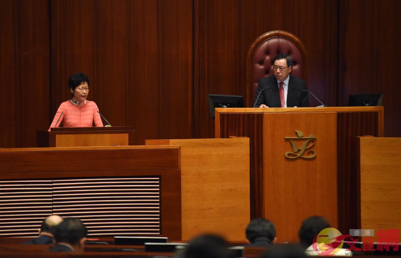 林鄭表示港府已經採取了包括融入國家發展、發展創科以及擴大香港市場等3方面措施從長遠應對貿易戰。(香港中通社)