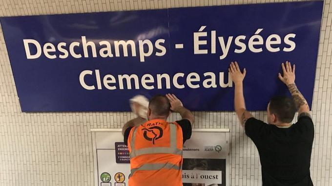圖為巴黎公共交通公司(RATP)的員工正在換上「德尚榭麗捨-克列孟梭」的站牌