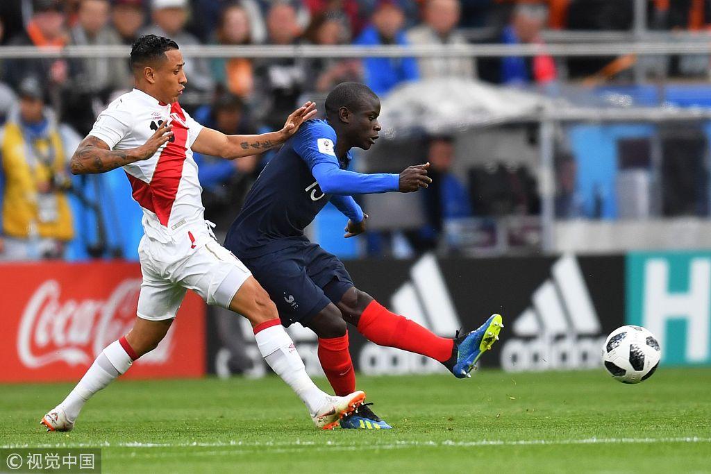 小組賽C組,法國VS秘魯。坎特(右)在比賽中拼搶。