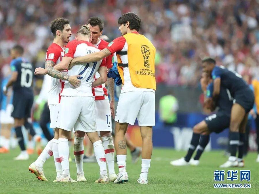 7月15日,克羅地亞隊球員在比賽後神情沮喪。新華社記者 費茂華 攝