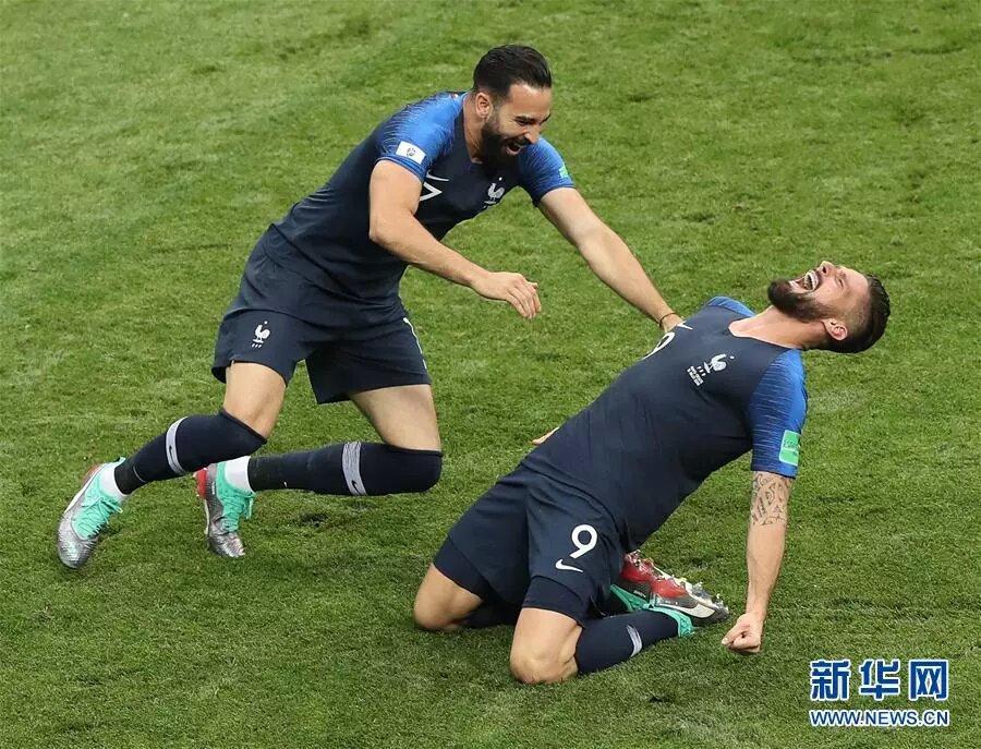 法國隊以4比2戰勝克羅地亞隊,繼1998年後再奪世界盃冠軍。 新華社記者 徐子鑒 攝