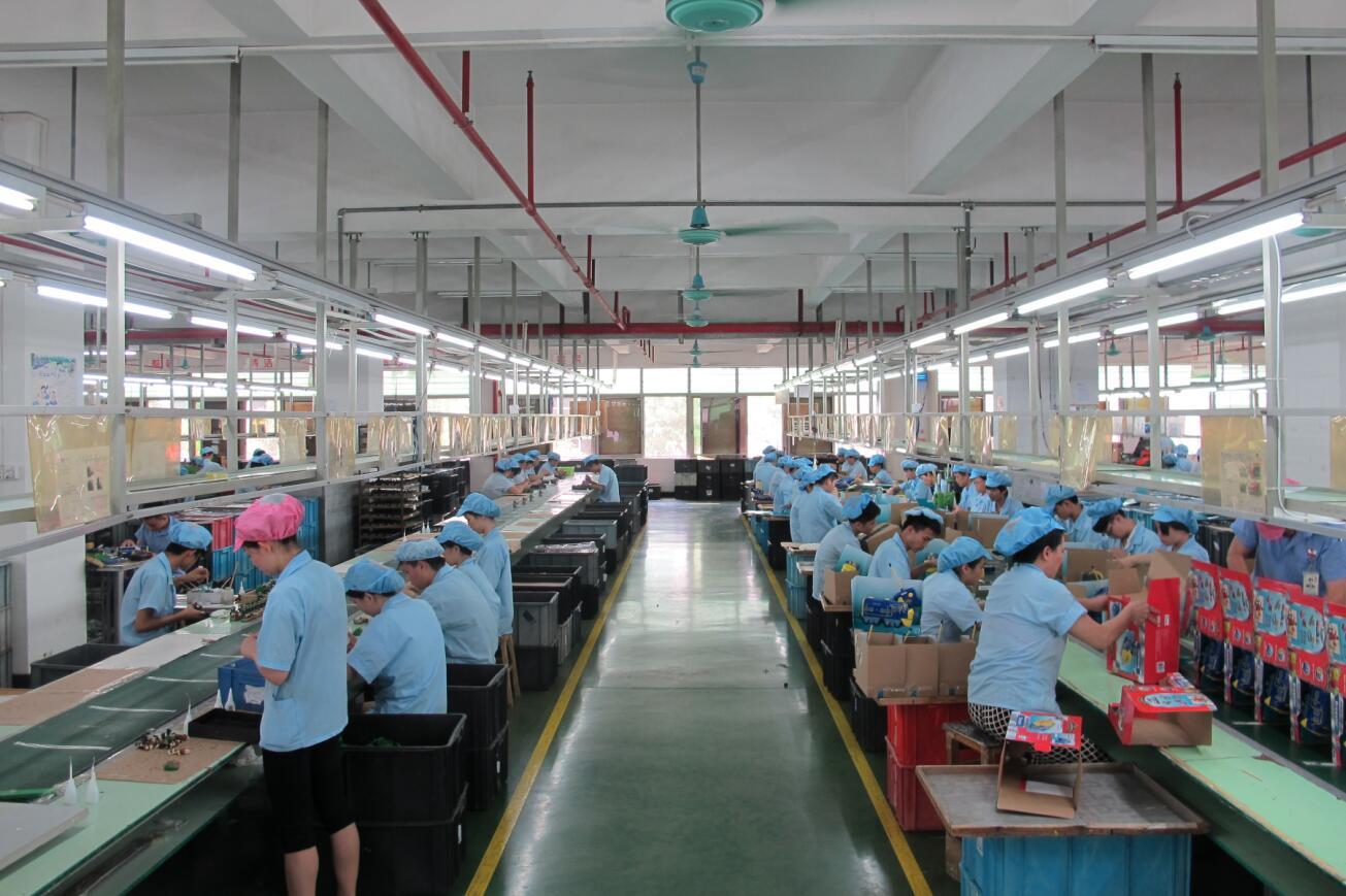 美國一再升級貿易戰,將威脅到在華美資企業。圖為一家工廠車間。