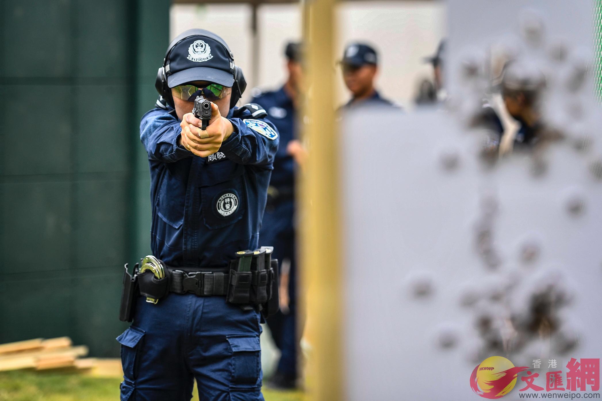 相比傳統射擊只能180度,全國首個可270度射擊的專業射擊場亮相。(記者方俊明 攝)