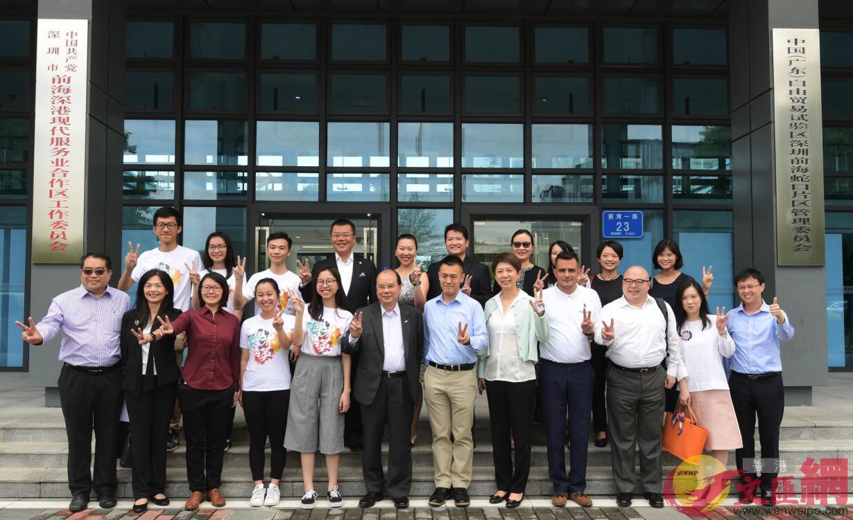 政務司司長張建宗與民政事務局局長10日前往深圳前海及南山,親身了解港青在內地實習情況。
