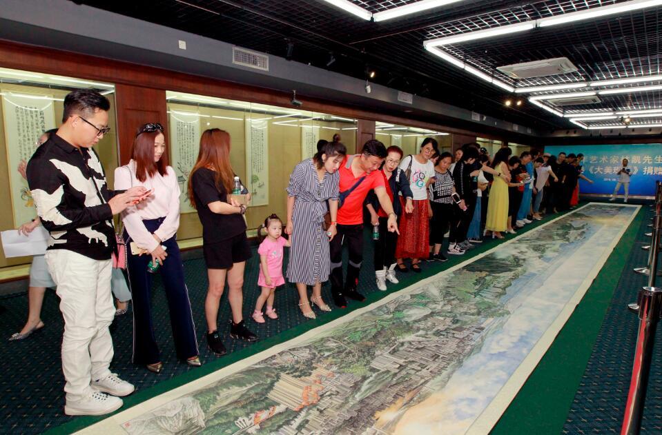 國畫長卷《大美珠海》首次以《清明上河圖》之手法展現珠海之美。(方俊明攝)