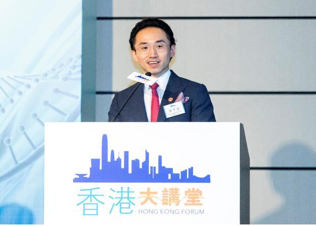 香港中國商會主席陳經緯博士代表、常務副會長,經緯集團副主席陳亨達致辭。