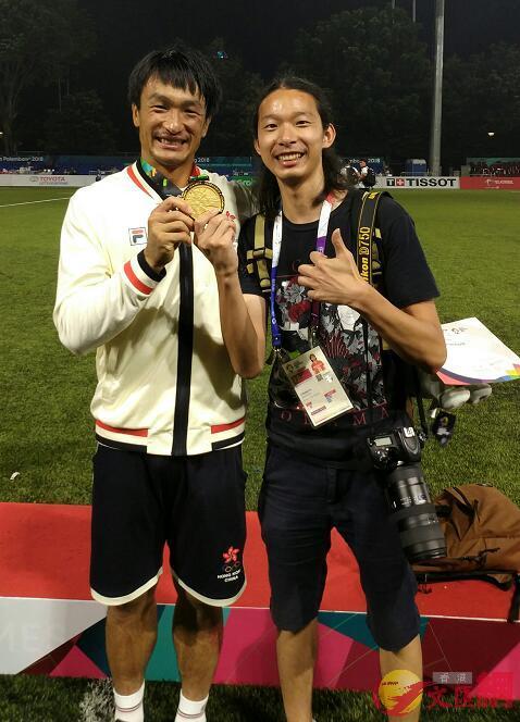 記者與姚錦成(左)合照 大文集團特派記者張銳攝