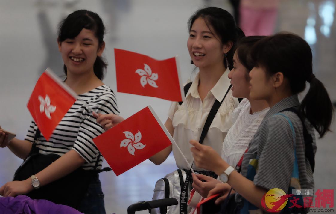 香港市民到機場迎接凱旋的亞運健兒們