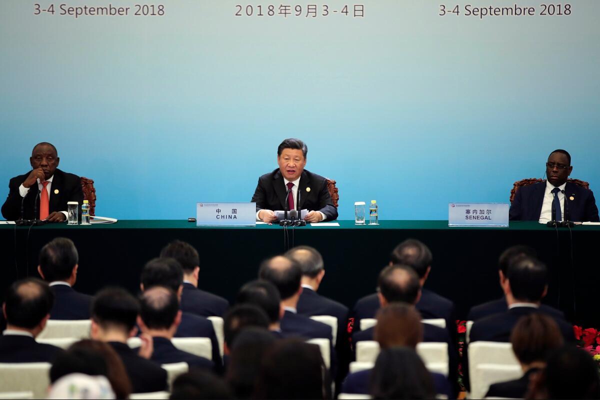 9月4日,中國國家主席習近平(左二),南非總統拉馬福薩(左一),塞內加爾總統薩勒(右一)在北京人民大會堂舉行聯合記者招待會(圖片來源:美聯社)