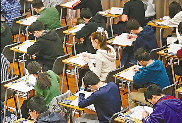 調查發現約3成香港中學生曾被「網絡起底」(文匯報資料圖)