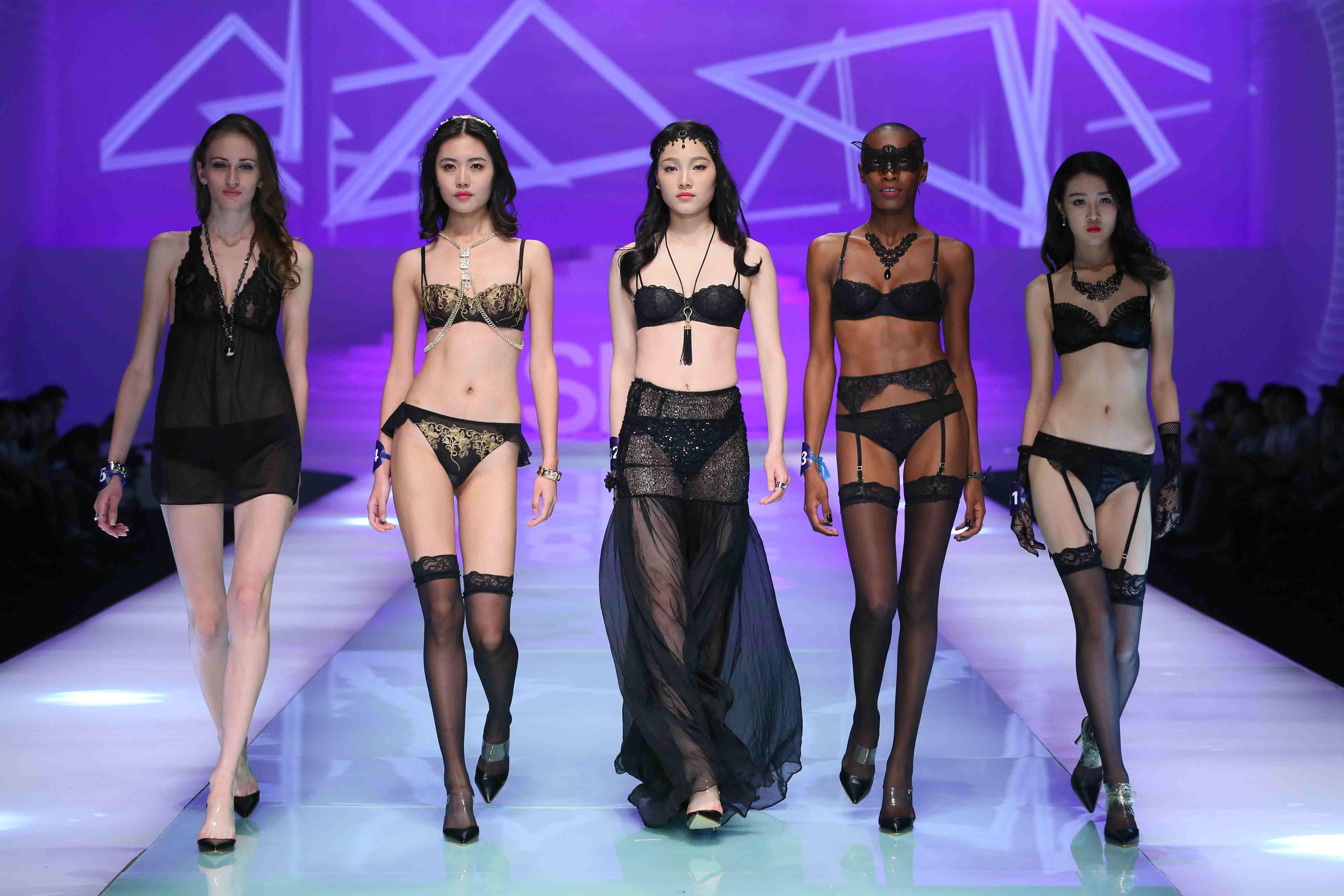 深圳年產各類內衣8.5億件,年產值近500億元。
