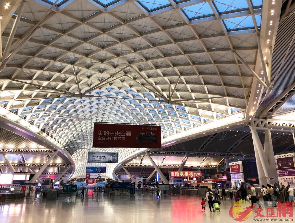 廣深港高鐵香港段開通初期,廣州、深圳至香港的本線列車將安排114對,圖為廣州南站(方俊明 攝)