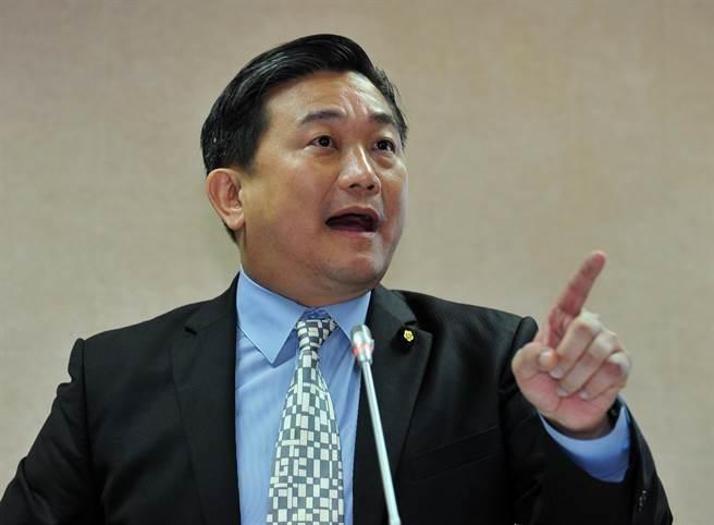 王定宇聲稱要提案讓台灣人註銷台籍才能申請大陸居住證。