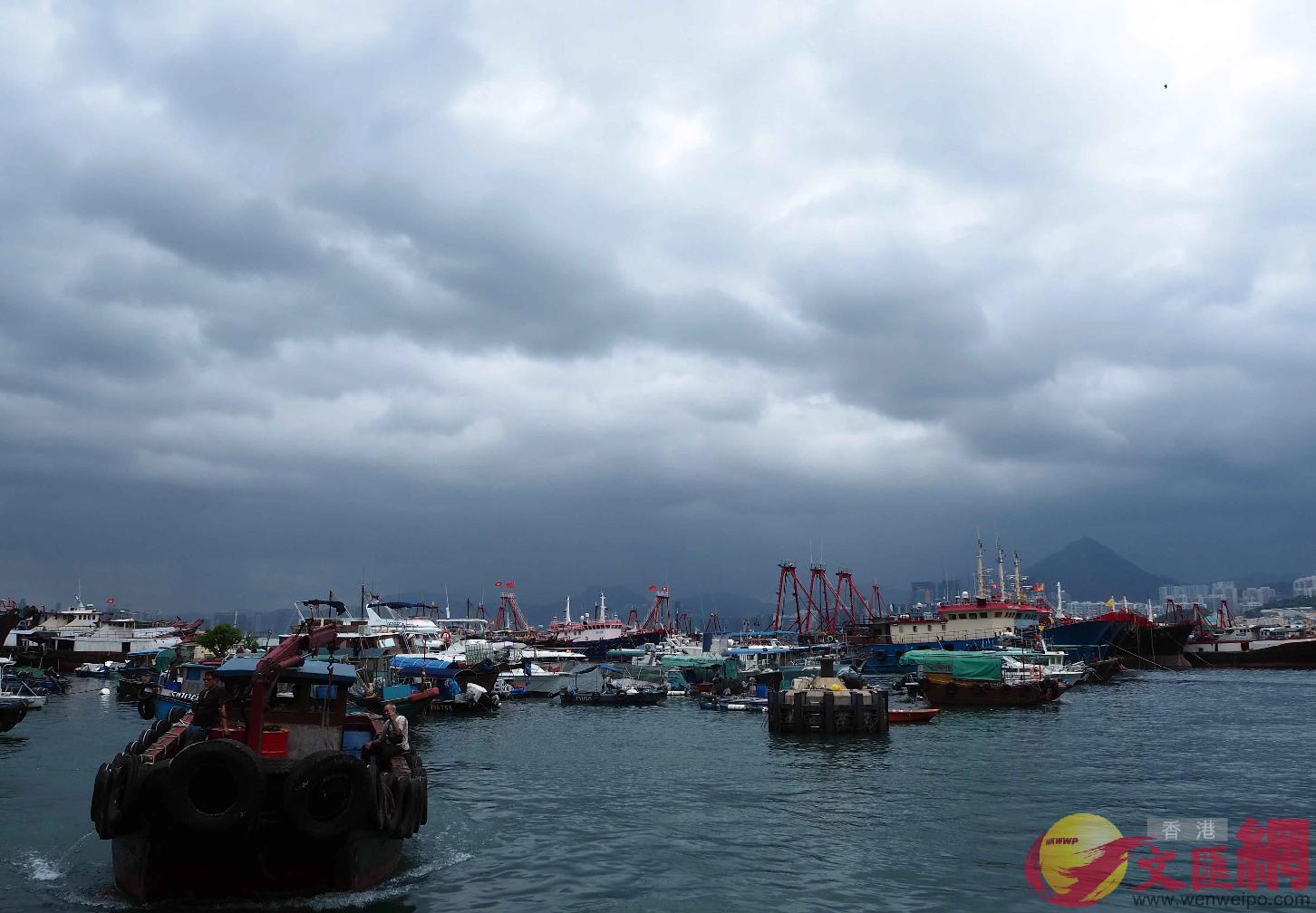 超強颱風「山竹」周日影響香港,多家航空公司建議乘客改機位(中新社)