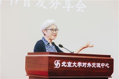 昨日,傅瑩攜新書《我的對面是你》出席北京大學「博雅視界」外事大講壇2018年秋季第一講暨新書首發分享會。