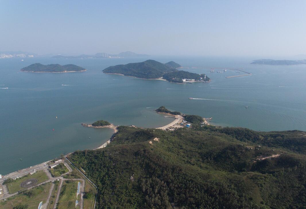 「明日大嶼」計劃填海造地約1700公頃。圖為喜靈洲和周公島附近海域