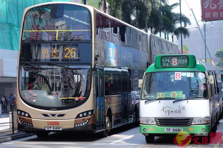 林鄭表示,可透過策略性運輸研究探討第4條海底隧道建議。圖為香港的巴士(全媒體記者麥鈞傑攝)