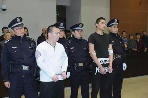 被告人高願、王成 圖片來源:南京市中級人民法院官方微博