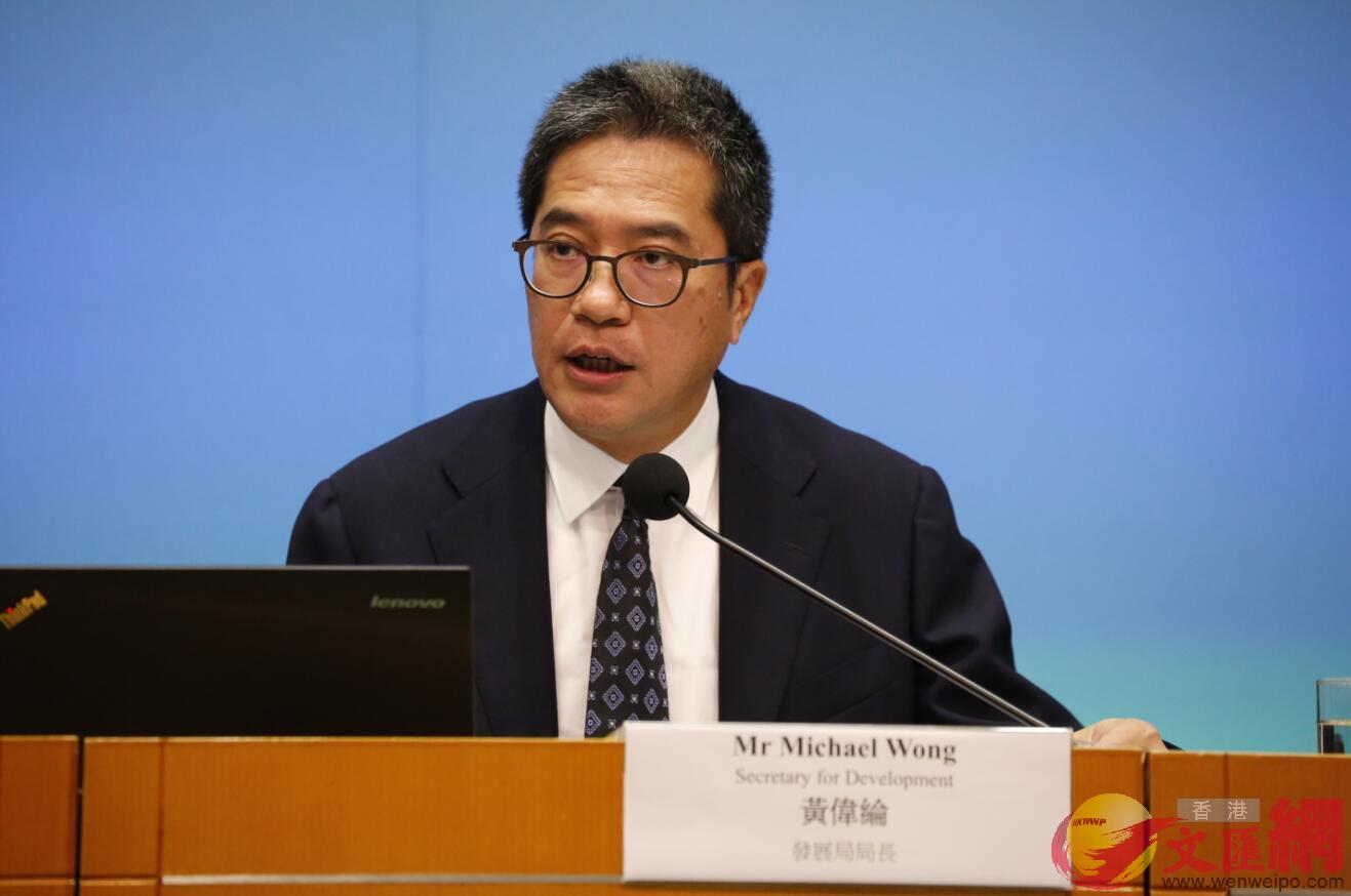 香港發展局局長黃偉綸表示,政府現有的各項短中長期土地供應措施可提供超過61萬個單位(全媒體記者李湃豐攝)
