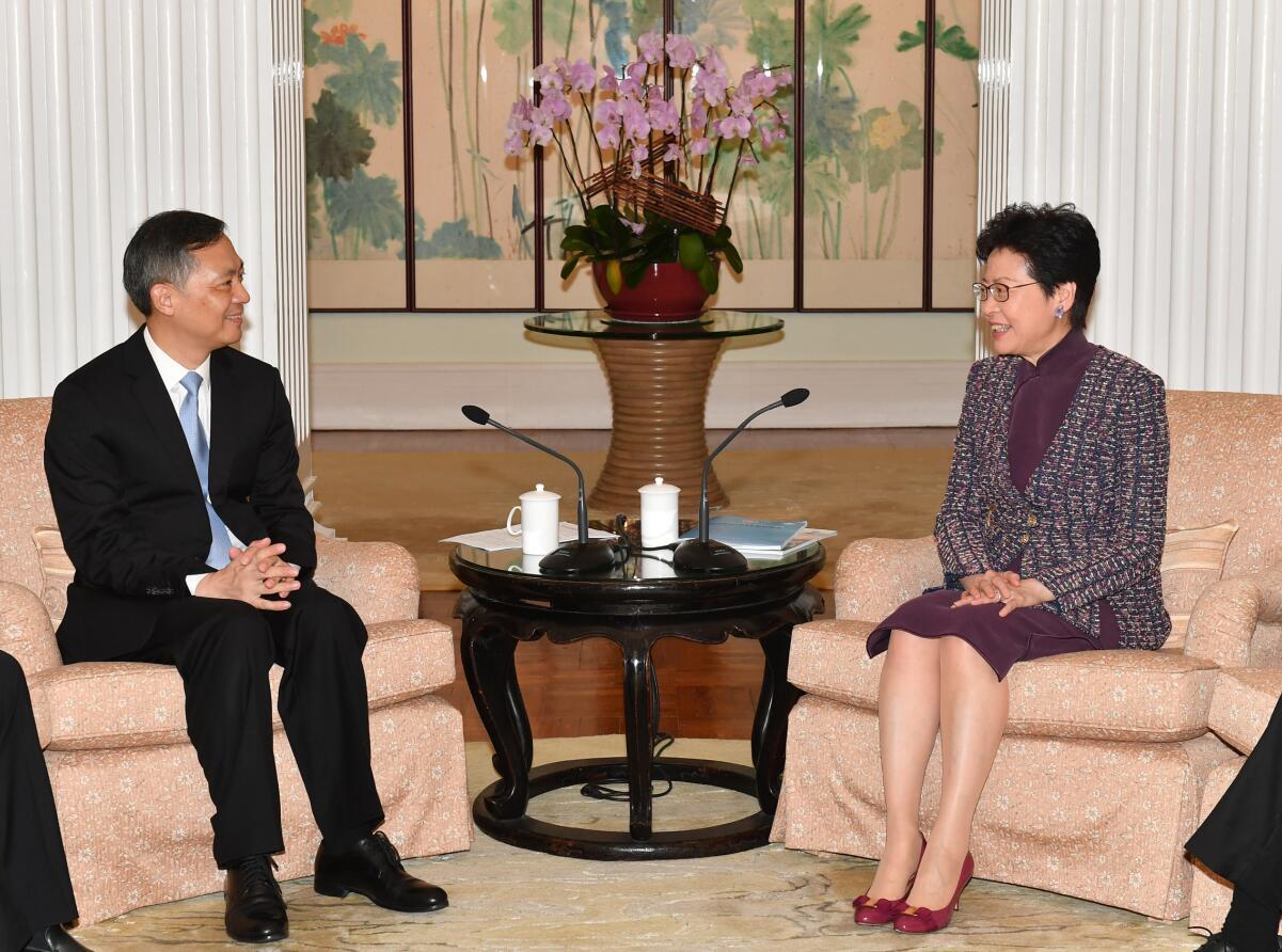 林鄭月娥(右)15日上午在禮賓府與廣州市委書記張碩輔(左)會面