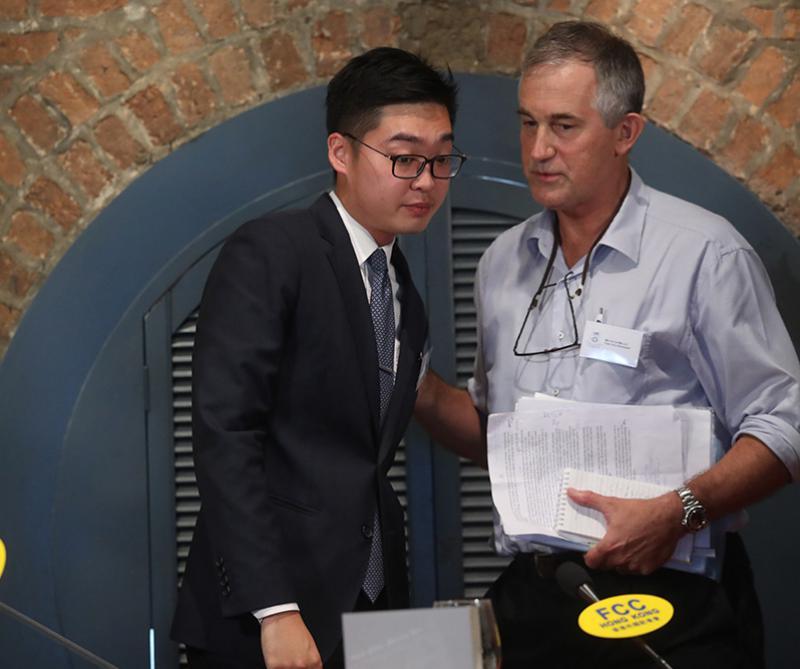 馬凱(右)昨日試圖以遊客身份挑釁闖關,但被拒絕入境,左為「香港民族黨」召集人陳浩天\資料圖片