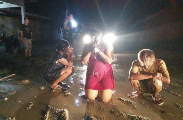 3名變性人慘遭警方用高壓水槍沖洗(網絡圖片)