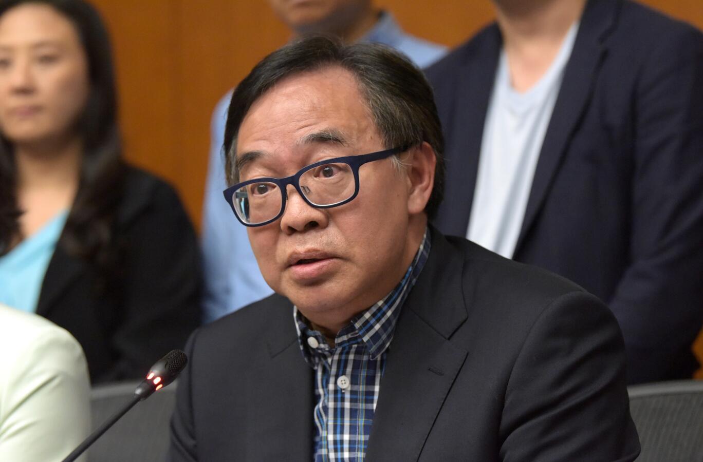 盧偉國指「泛政治化」阻礙人才來港