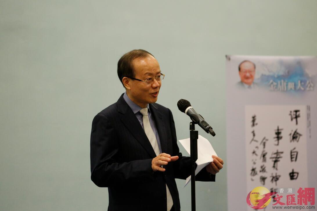 楊健稱自己酷愛金庸的小說。