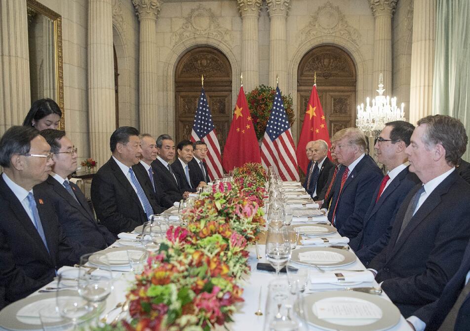國家主席習近平應邀同美國總統特朗普共進晚餐,舉行會晤。(新華社)