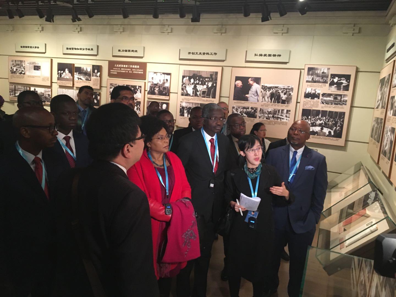 非洲國家駐華使節參觀「人民政協光輝歷程」展。記者馬曉芳 攝