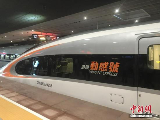 9月23日,廣深港高鐵香港段正式開通運營。由香港西九龍開往廣州南站的首班列車早上7點19分停靠深圳北站。中新社