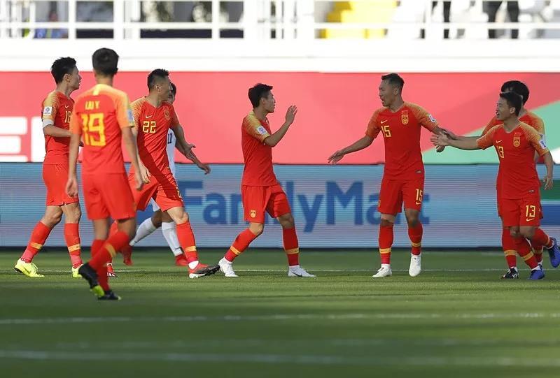 中國隊球員在比賽中慶祝首粒進球。新華社
