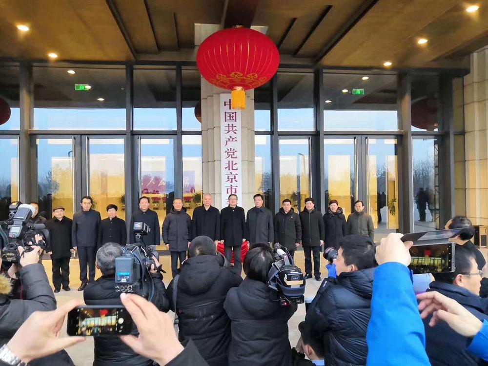 蔡奇陳吉寧出席升旗儀式並揭牌。張帥攝
