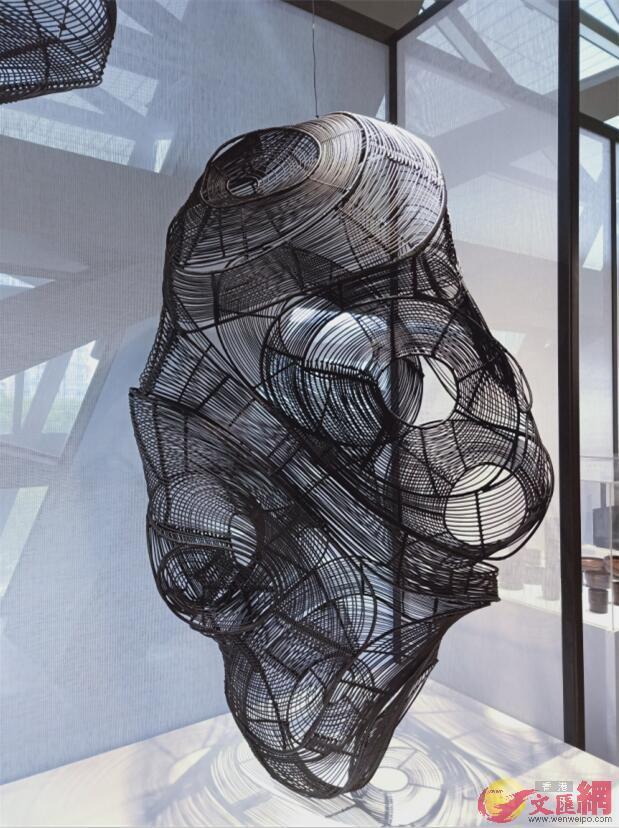 作品《雲骨竹柔》,以竹為材料,設計師利用計算機模擬雲的形態。記者毛麗娟 攝