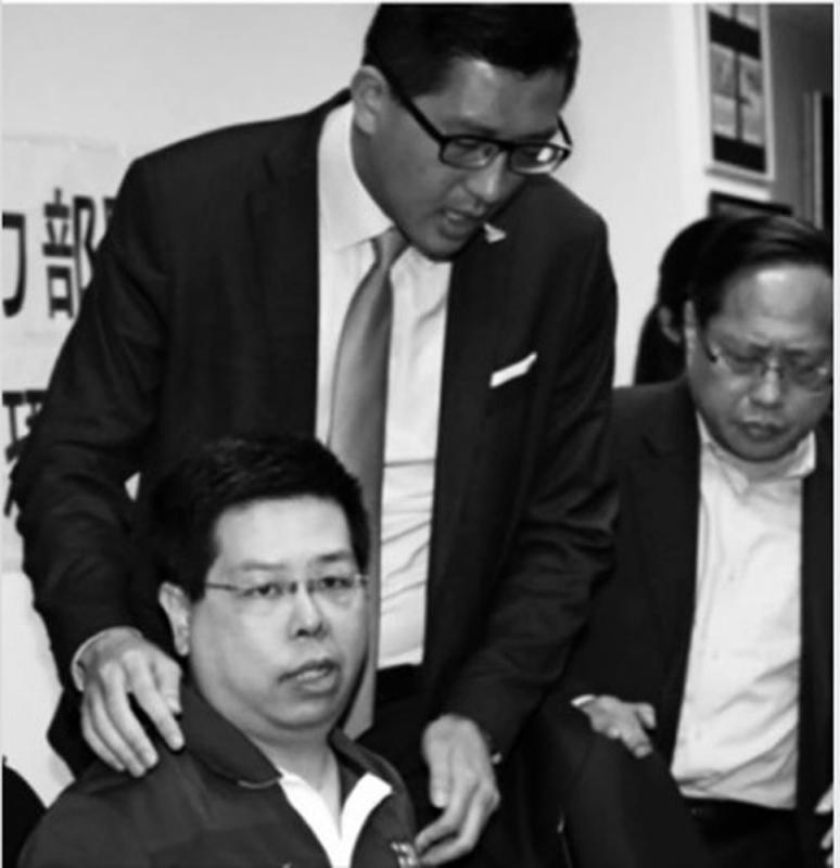 梁振英在社交網站,向當日高調陪同林子健「揭發」事件的林卓廷連發四問