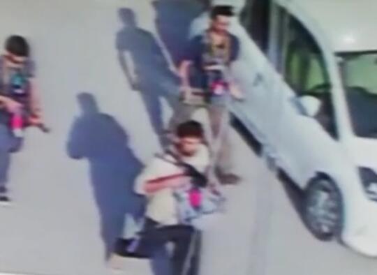 3名武裝分子被監控視頻拍到的畫面