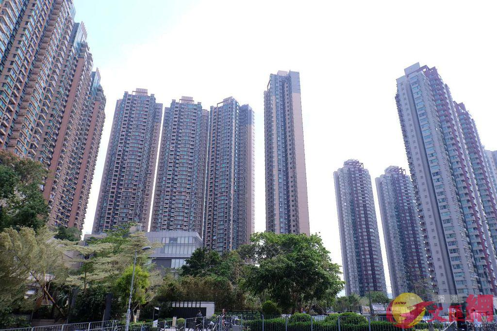 2018年下半年香港樓價連跌5個月,全年仍漲1.62%。圖為香港私樓(全媒體記者麥鈞傑攝)