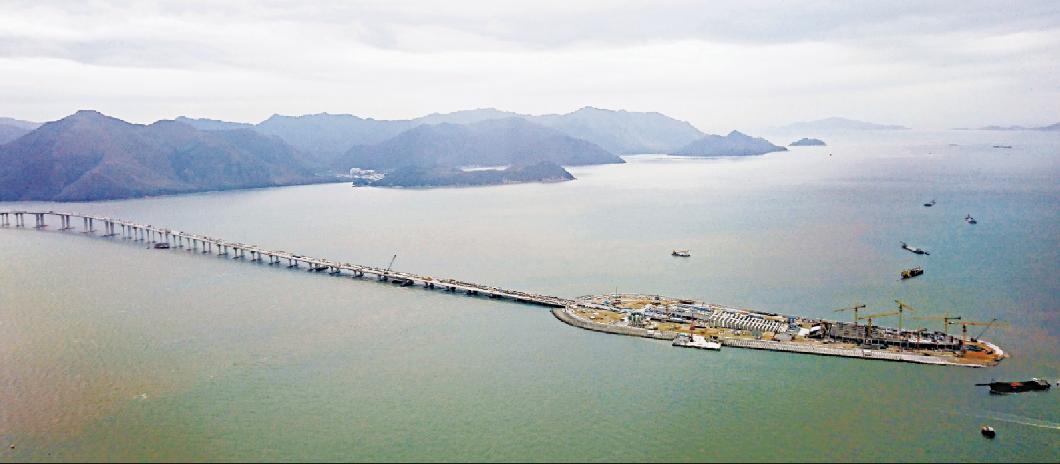 港珠澳大橋一承建商事後已依據合約補交工程表(大公報資料圖)