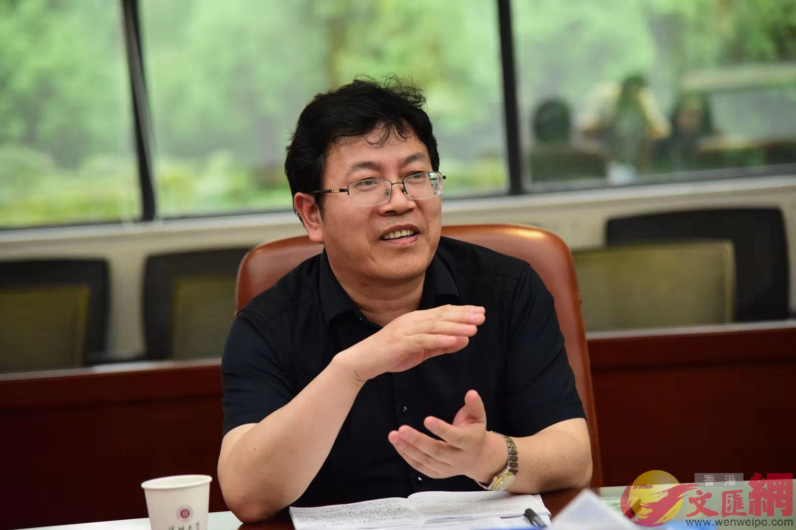 深圳大學港澳基本法研究中心主任鄒平學(受訪者供圖)