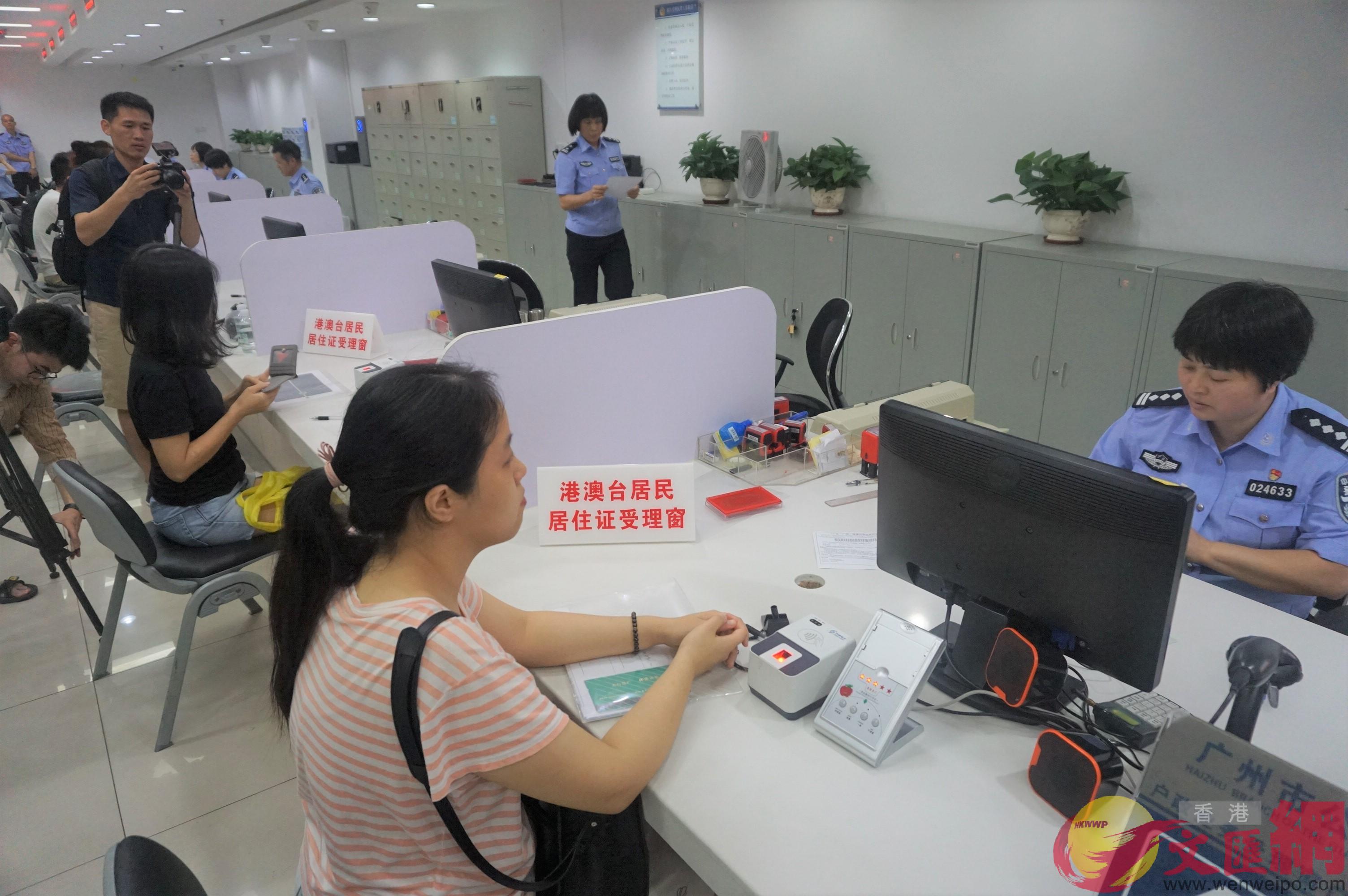 林鄭表示已有10萬居內地港人申請居住證 文匯報資圖片